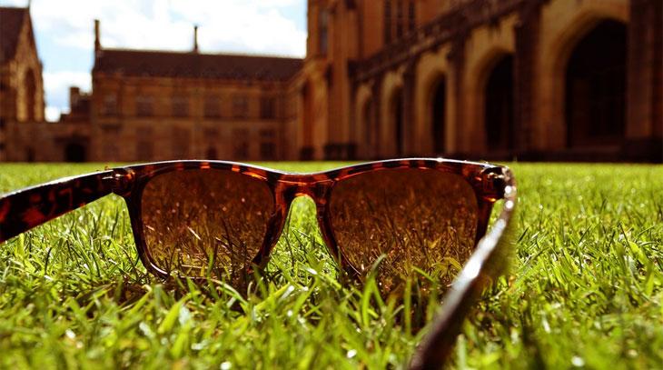 cef8ec105a431 O oftalmologista responde  como escolher um óculos de sol adequado.