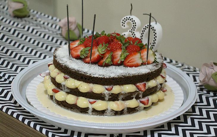 Fazendo a festa meu aniversrio de 30 anos encomendei o bolo de aniversrio com a simone da faa meu bolo escolhi um naked cake com massa de cacau e recheio de brigadeiro de leite ninho e morangos altavistaventures Gallery