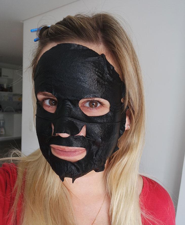 máscara facial asiática