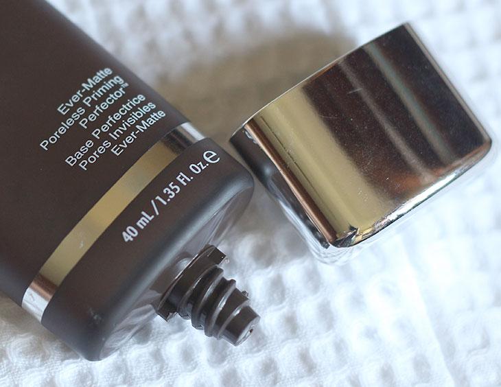 Primer para pele oleosa: Ever-Matte Becca